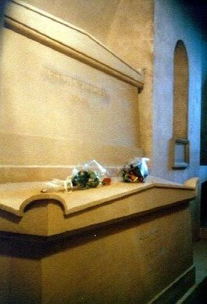 Where was marie curie buried