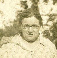 Elizabeth Lizzie <i>Neuhart</i> Rueter