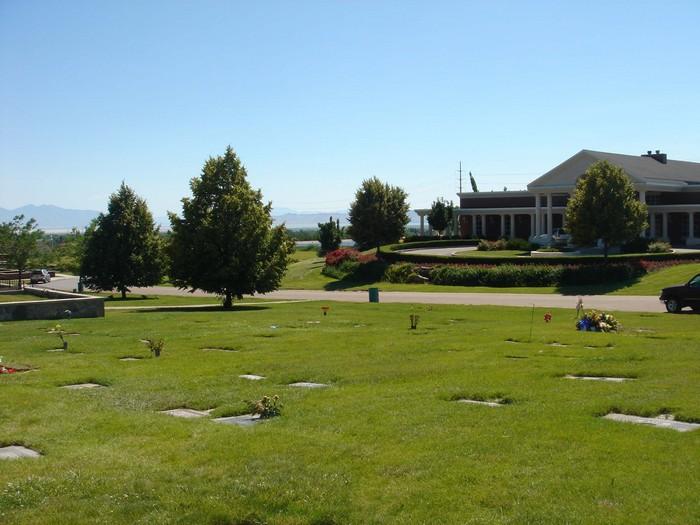 Lindquist Memorial Park