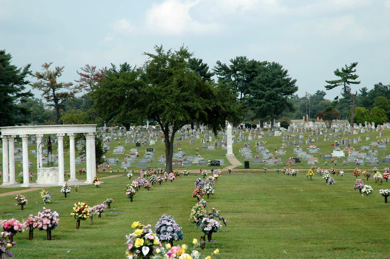 Graceland West Cemetery and Mausoleum