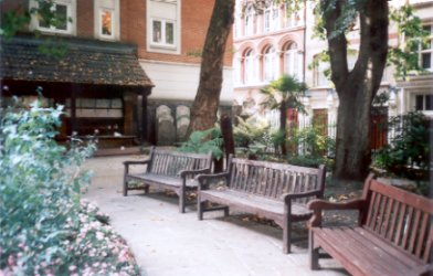 St Botolph Aldersgate Churchyard