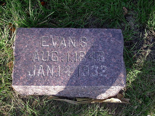 Evan S Davis