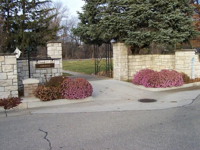 Highland Memory Gardens Cemetery