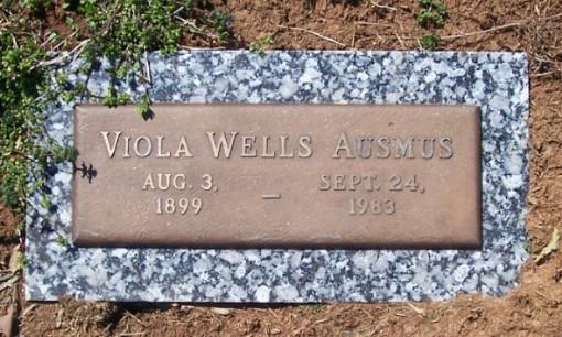 Della Viola <i>Wells</i> Ausmus