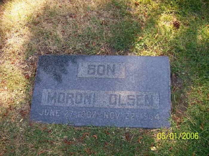 Moroni Olsen
