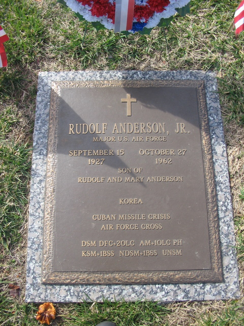 rudolf anderson Kudos to the usa today for highlighting on its front page a man who our nation and our world owes a debt toward major rudolf anderson was the u-2 pilot shot down over cuba during the cuban missile crisis.