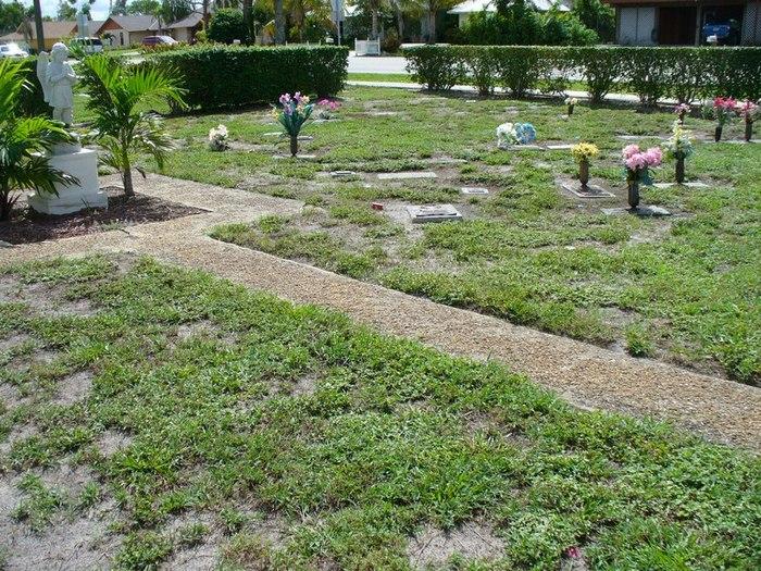 Naples Memorial Gardens Cemetery in North Naples, Florida
