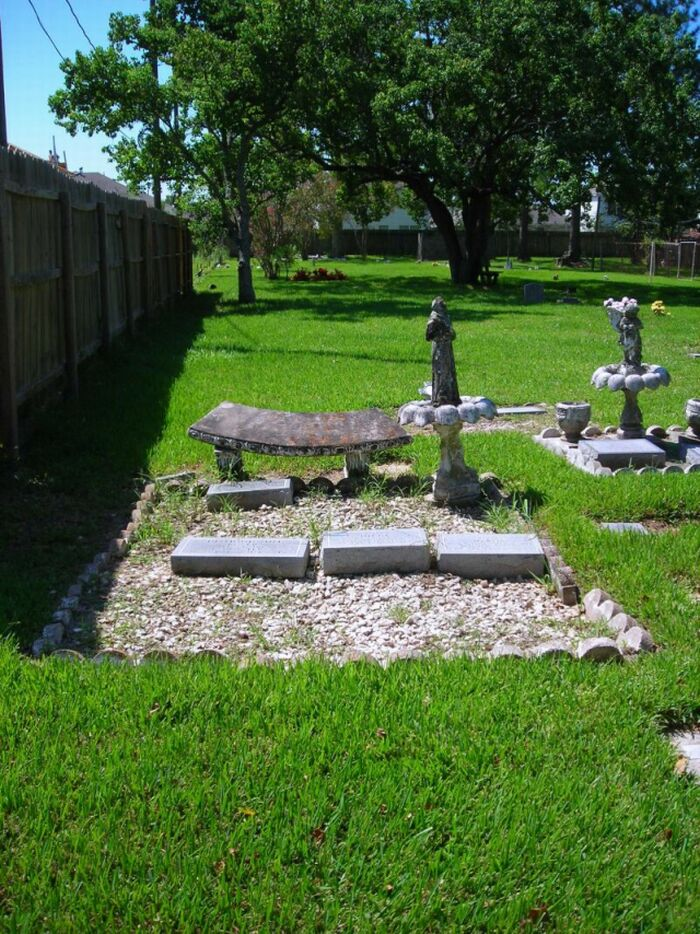 Hale's Half-Acre Pet Cemetery & Crematory