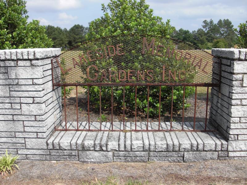 Lakeside Memorial Gardens
