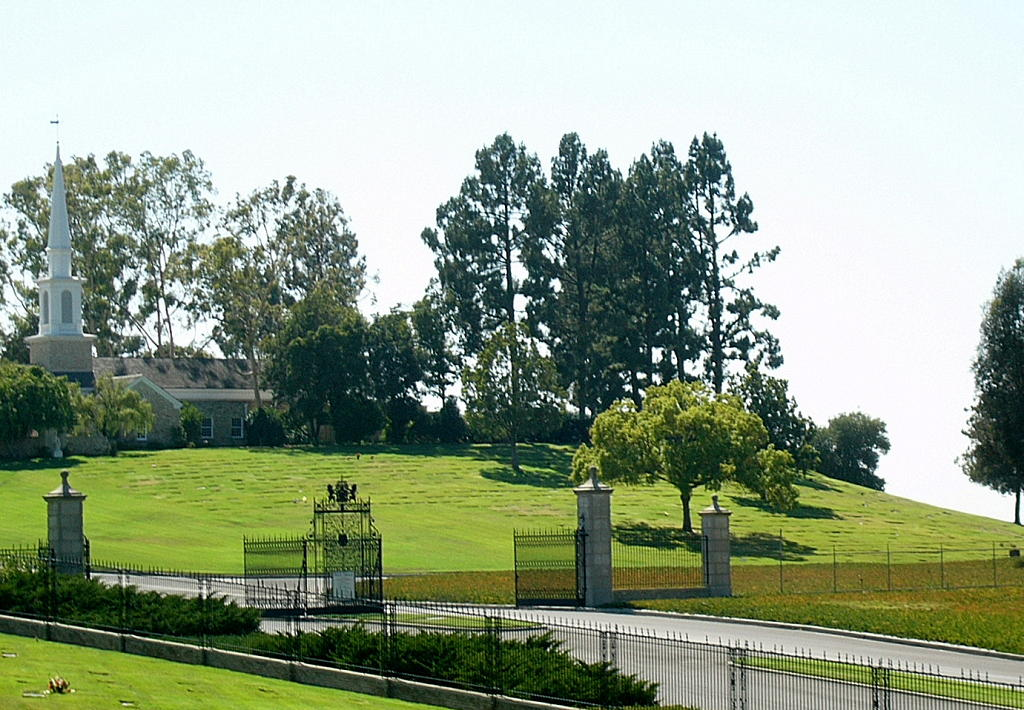 Forest Lawn Memorial Park (Covina Hills) in Covina, California ...