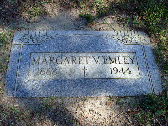 Margaret Veronica Maggie <i>Collins</i> Emley
