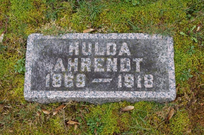 Annetta Huldah Nettie <i>McMannama</i> Ahrendt
