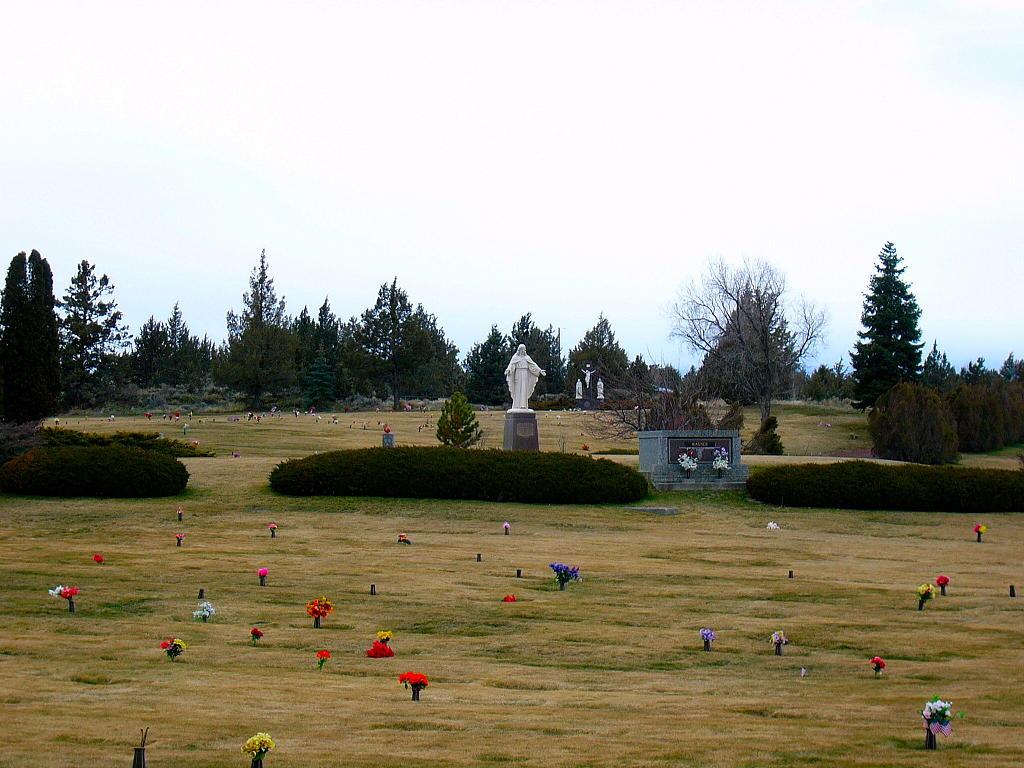 Deschutes Memorial Gardens