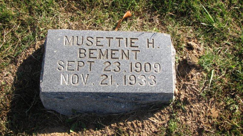 Musettie <i>Holt</i> Bement