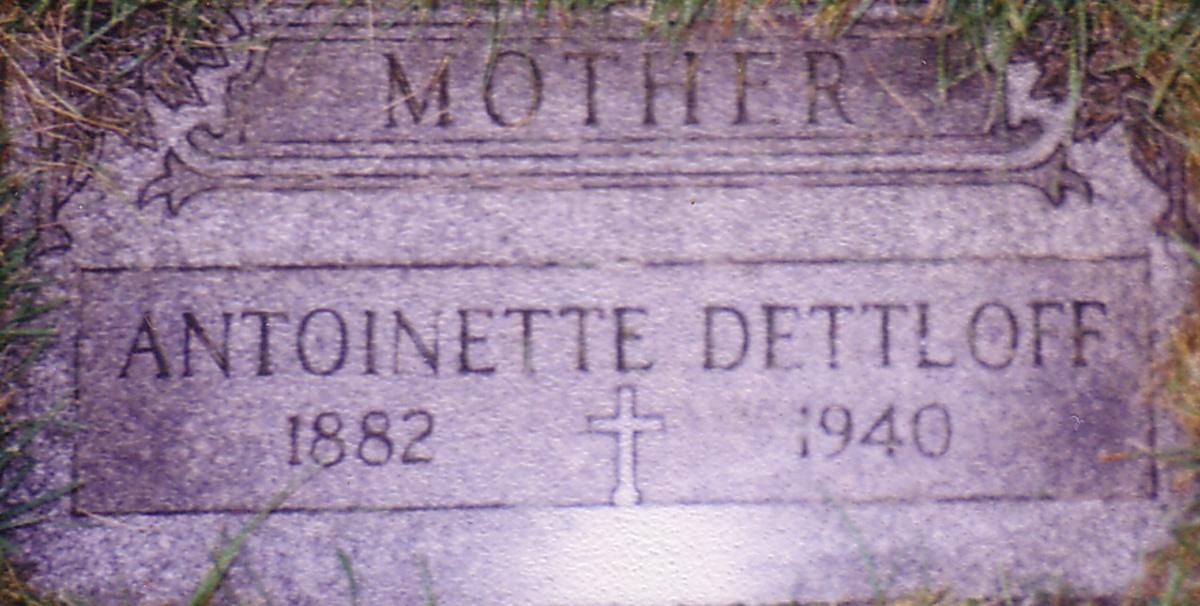 Antoinette <i>Lipinski</i> Dettloff