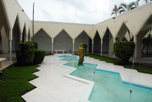 Forest Lawn Memorial Gardens Central