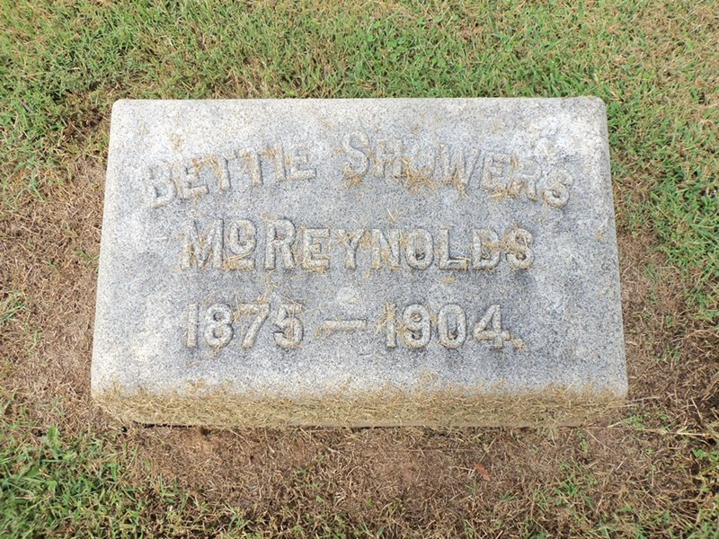 Elizabeth H Bettie <i>Showers</i> McReynolds