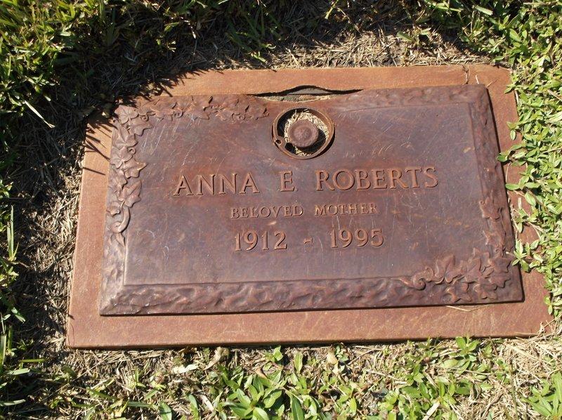 Anna E Roberts