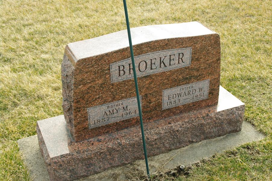 Amy Mae <i>Michaels</i> Broeker