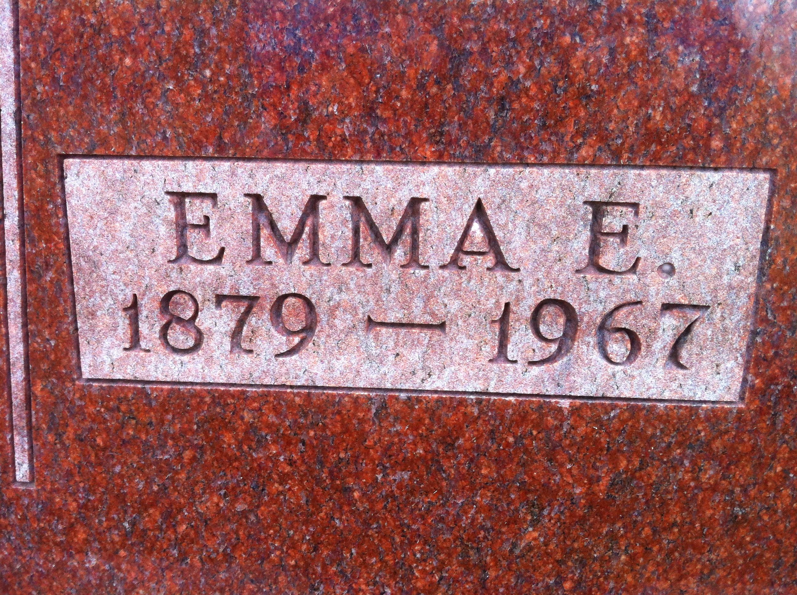 Emma E <i>Will</i> Linscott