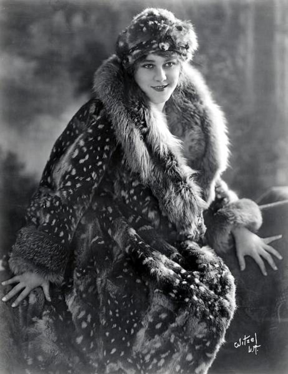 Diana Wynyard (1906?964),Alexa Kenin Erotic picture Olivia (singer),Laura Bailey (voice actress)