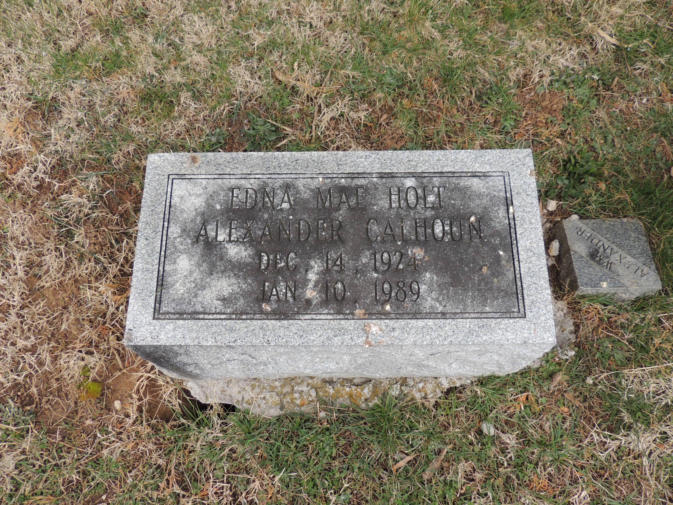 Edna Mae <i>Holt</i> Calhoun