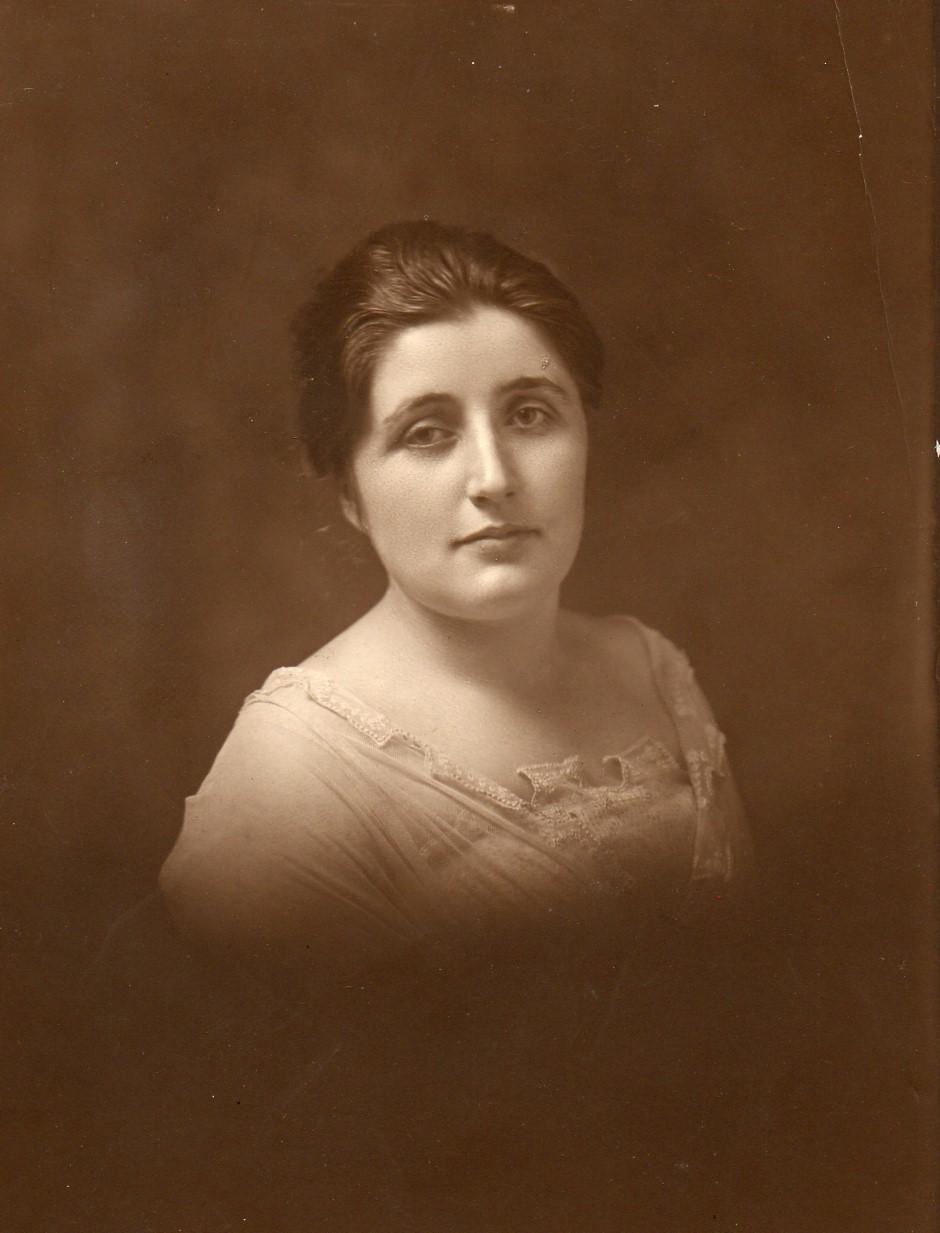 Clara Belle Stoops