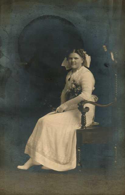 Elsie E <i>Bader</i> Moehling