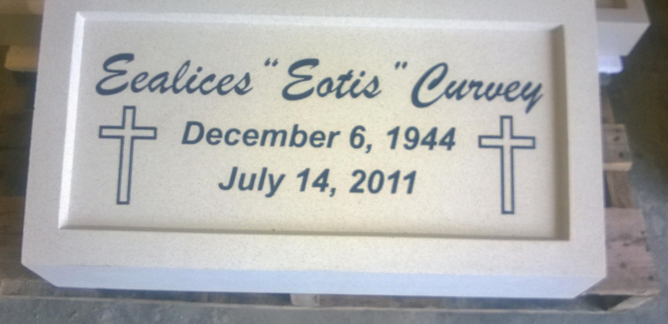 Ealices Eotis Curvey