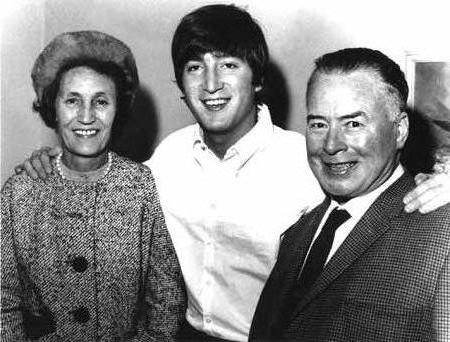 """""""Büyüyünce mutlu olacağım"""" - John Lennon"""