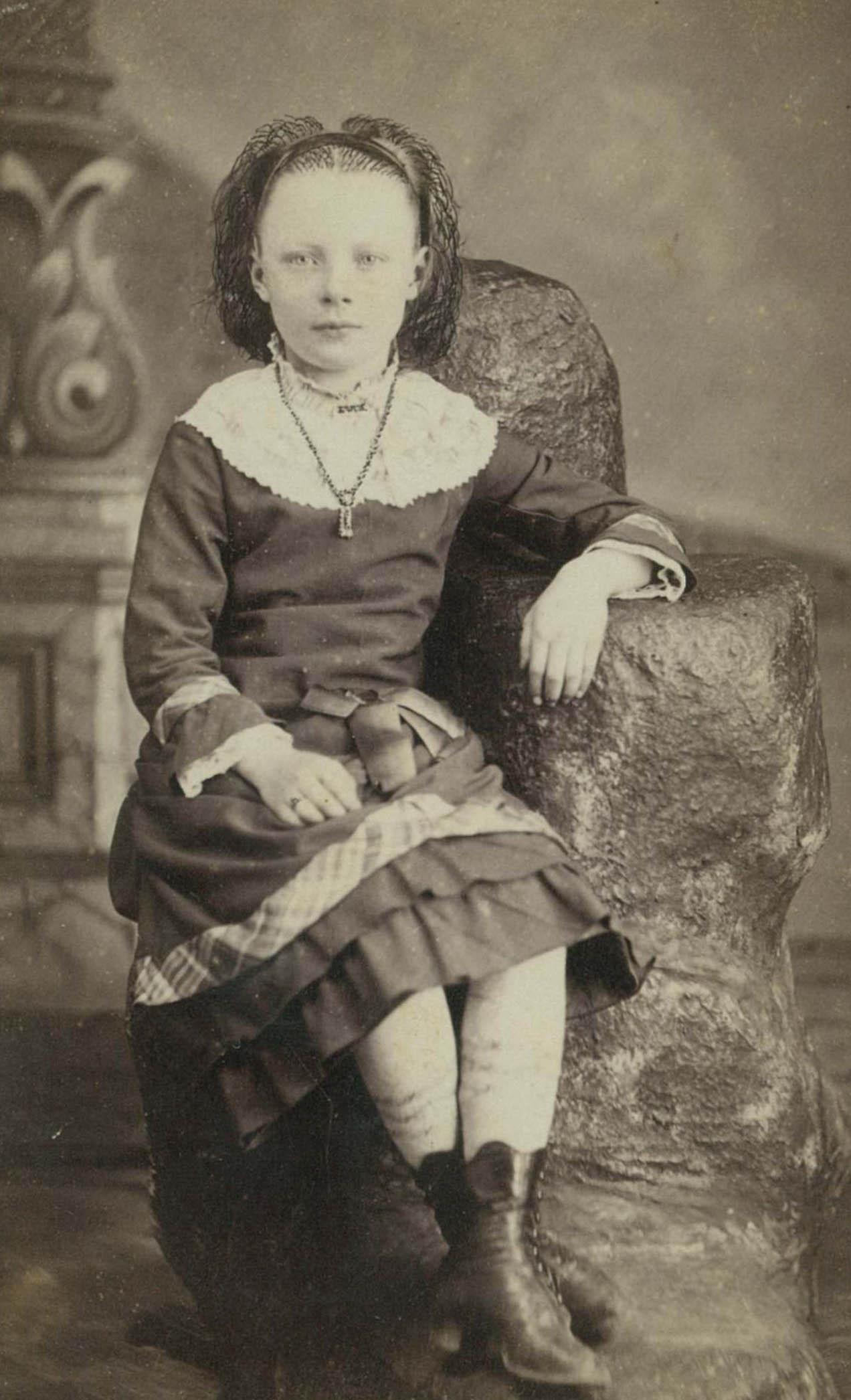 Eva Louise <i>Ludden</i> Dixon
