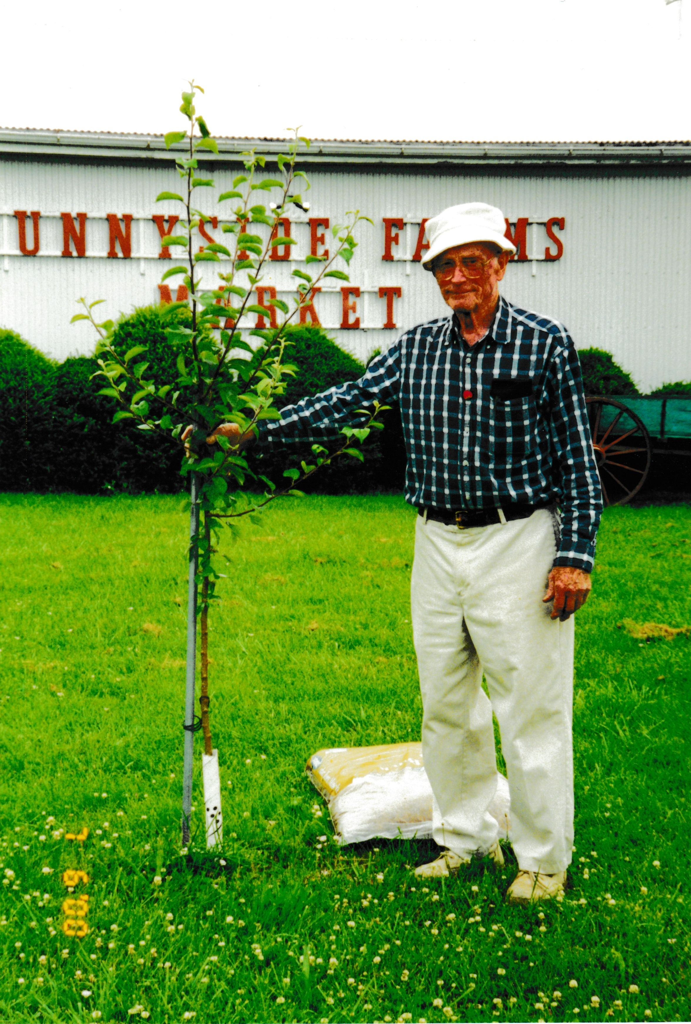 John lewis barney salisbury 1915 2006 find a grave memorial john lewis barney salisbury with his johnny appleseed tree he was so very proud to have gotten this seedling izmirmasajfo