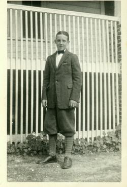 Robert M Greenleaf