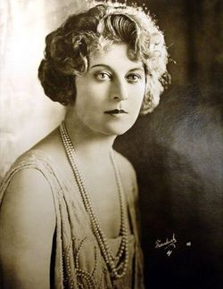 Gertrude Astor nudes (61 fotos), cleavage Pussy, Twitter, braless 2020