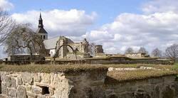 File:Gudhem Kyrka och Kloster ruin, kyrkobyggnad i Gudhems