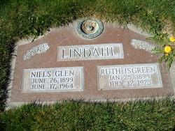 Ruth <I>Isgreen</I> Lindahl
