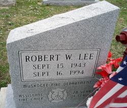 Robert W Lee