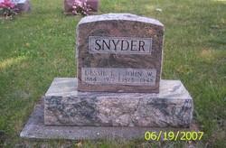 Dessie E Snyder