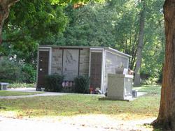 Pomfret Manor Cemetery