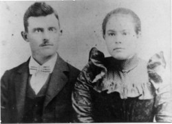 """Margaret Louisa """"Lou"""" <I>Holder</I> McNutt"""