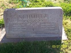 Emily S Schmutz