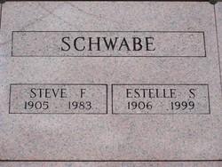 Estelle Schwabe
