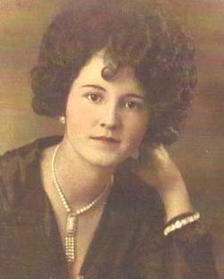 Minnie Julia <I>Love</I> Roberts