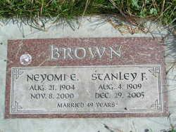 Neyomi E <I>Schultz</I> Brown
