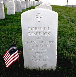 Robert L Demunck