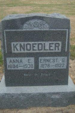 Anna E Knoedler