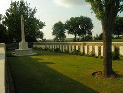 Cherisy Road East Cemetery, Héninel