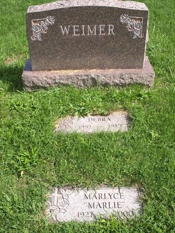"Marlyce ""Marlie"" <I>Davis</I> Weimer"