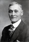 Showman Doyle Longsdorf