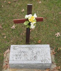 Daniel E Dee